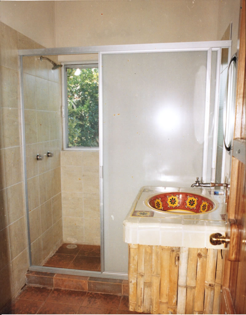 Baño De Regadera En Ninos:También contamos con alberca , en la cual podrás disfrutar de